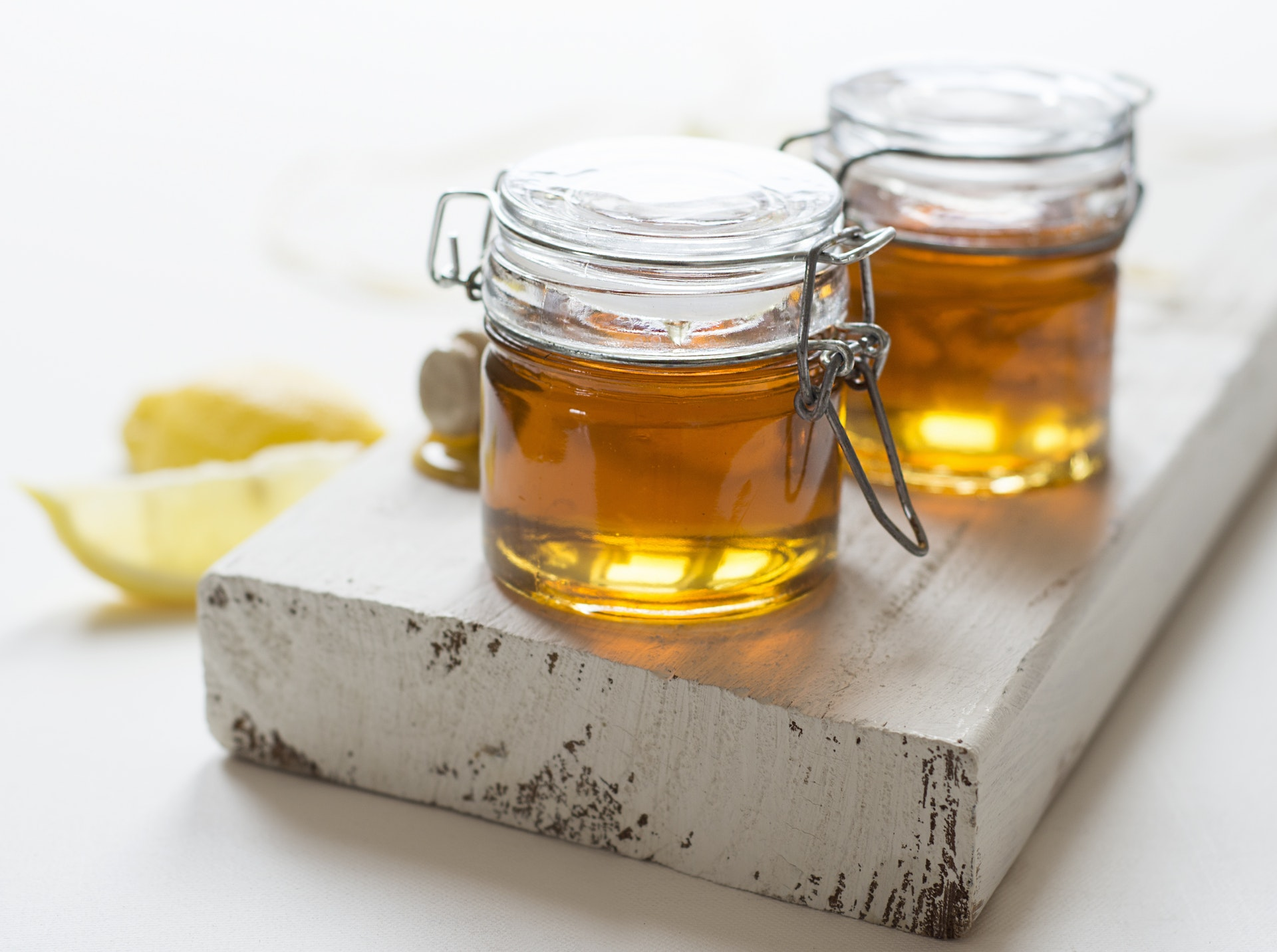 How To Cure A Staph Infection Using Manuka Honey And Tea Tree Oil